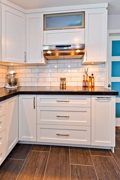 30 Nifty Small Kitchen Design and Decor Ideas to Transform Your Cooking Space - The Trending House New Kitchen Cabinets, Kitchen Countertops, Kitchen Tiles Design, Kitchen Decor, Kitchen Ideas, Small Kitchen Storage, Küchen Design, Country Kitchen, Home Kitchens