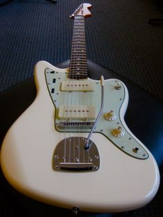 Love this white Jazzmaster with mint-green scratch plate. Very cool.