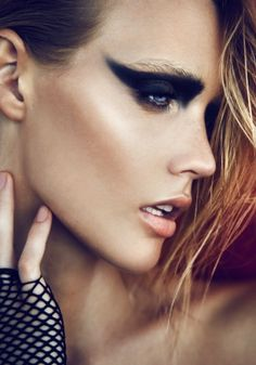 Daniella Midenge amazing makeup, thick black eyeliner and shadow over whole upper eye to eyebrow. Love Makeup, Makeup Inspo, Makeup Art, Beauty Makeup, Hair Makeup, Makeup Ideas, Amazing Makeup, Black Makeup Looks, Tv Movie