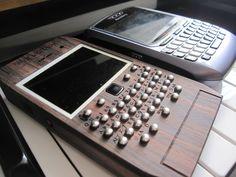 Vỏ gỗ cho Blackberry 8820 là chiếc điện thoại phổ thông thiết kế đẹp cứng cáp, tính năng vượt trội đáp ứng tốt nhu cầu cơ bản của người dùng.khuyến mãi hot.