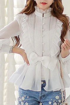 Love the blouse and jeans Modest Fashion, Hijab Fashion, Fashion Dresses, Fashion Shirts, Chiffon Ruffle, Ruffle Blouse, Chiffon Shirt, Silk Dress, Shirt Bluse