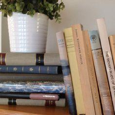 Böcker förhöjer Aesthetics, Candles, Books, Libros, Book, Candy, Candle Sticks, Book Illustrations, Libri