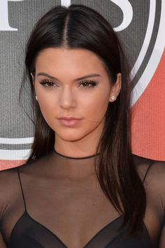Kendall Jenner Straight Dark Brown Side Part Hairstyle Kendall Jenner Make Up, Kendall And Kylie, Kendall Jenner Outfits, Kendall Jenner Hair Color, Side Part Hairstyles, 2015 Hairstyles, Brunette Hairstyles, Steal Her Style, Jenner Makeup