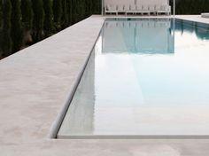 Белый дом из бетона в Испании