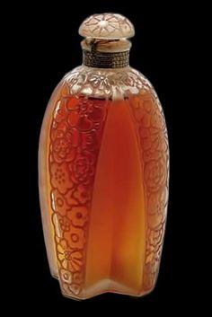 Rene Lalique Perfume Bottle Reve A Deux for Gabilla, circa 1925 Lalique Perfume Bottle, Antique Perfume Bottles, Art Nouveau, Cheap Perfume, Perfume Reviews, Fragrance Parfum, Bottle Art, Minion, Glass Art
