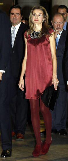 Doña Letizia 'colorea' la noche de los jóvenes empresarios en Madrid