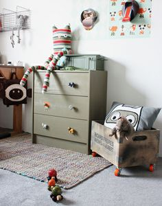Love the khaki green chest of drawers and grey carpet in boy's bedroom. Nice wire shelving too.