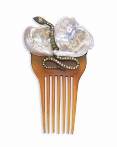AN ART NOUVEAU MOTHER-OF-PEARL, PERIDOT AND TORTOISESHELL HAIRCOMB, BY BOUTET DE MONVEL