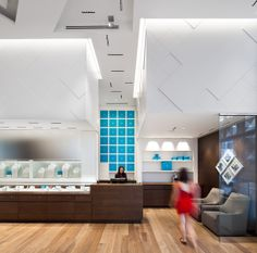 Maison Birks - Jewellers in Montréal. Design: Sid Lee Architecture - Lighting Designer: Lightemotion inc. - iGuzzini Product: Laser Blade #laserblade #lighting #design #iGuzzini