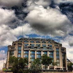 Building ~ La Samaritaine #photoadayjuly #atribeadayjuly #samaritaine #building #paris #france #artdeco #architecture #sky #blue #clouds - @Amandine ★- #webstagram