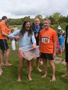 Giving out my Vegan, gluten free Barefoot race medals at the Brighton Barefoot 2014