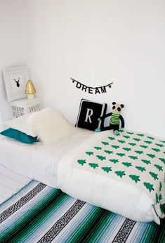 Rexy& Temporary Bedroom & Spearmint Baby, floor bed for kids, green, white, black room Baby Bedroom, Kids Bedroom, Kids Rooms, White Bedroom, Bedroom Decor, Master Bedroom, Spearmint Baby, Kids Room Design, Fashion Room