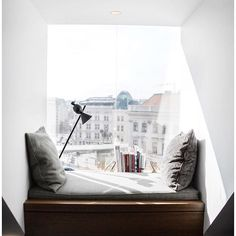 A modern window seat reading nook with cushions and pillows an additional lamp cozy nooks Modern Window Seat, Modern Windows, Interior Architecture, Interior Design, Deco Design, Design Trends, Design Ideas, My New Room, Home Decor Bedroom