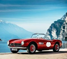 Bella Italian! The BMW 507 casually chilling during last year's Grand Tour #throwbackthursday #throwback #BMWClassic