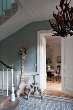 Once upon a time in the French city of Dieppe there was a house. The house of a collector, a tr. Victorian Tiles, Victorian Interiors, Victorian Terrace, Victorian Decor, Edwardian Hallway, Edwardian Haus, Hall Tiles, Tiled Hallway, Hallway Colours