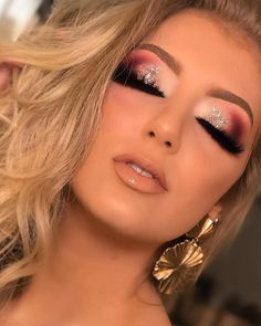 Outstanding Cute makeup tips are offered on our internet site. New Year's Makeup, Cute Makeup, Glam Makeup, Makeup Goals, Gorgeous Makeup, Pretty Makeup, Skin Makeup, Eyeshadow Makeup, Bridal Makeup