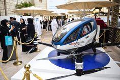 アラブ首長国連邦を構成する首長国のひとつドバイが、一人乗り旅客ヘリ(パッセンジャー・ドローン)に本気で取り組んでいます。機体は中国製のEHang 184を使用し、指定した目的地まで全自動で飛行します。  プロジェクトにはHyperloopの誘致にも関わるEmiratiも参画、すでにドバイのランドマークとして有名なホテ...