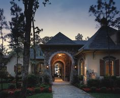 I like the front high, deep front entry porch and the deep progression into the house a lot Ashwood Manor Design 9254 -