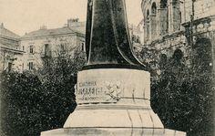 Naslov: Pola : S. M. Kaiserin Elisabeth Denkmal --- = Monumento a S. M. i'Imperatrice ---  Opis:  Spomenik austrijskoj carici Elizabeti u prvom planu koji je postavljen 30. listopada 1904. godine u Valerijinom parku podno Arene. Autor spomenika je kipar Alfonso Canciani. Spomenik je uklonjen i uništen 1934. godine od strane talijanske vlasti.