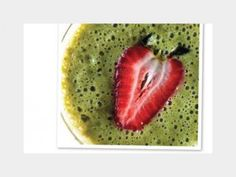 Smoothies are not only yummy, but they can be beneficial for your health as well when made with the right ingredients. From fruit smoothies to green smoothies, there are many ways to make smoothies… Morning Detox Smoothie, Smoothies Detox, Smoothie Cleanse, Breakfast Smoothies, Fruit Smoothies, Detox Drinks, Healthy Smoothies, Orange, Tasty