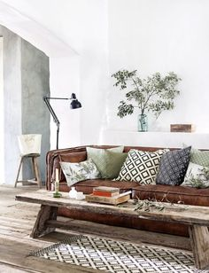 UPDATING LEATHER COUCHES WITH MODERN PILLOWS
