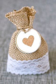Burlap Bag with Drawstring x for Rustic Wedding 10 Pack - 10 Kraft Tags - Favors for Your Party – Tiny Gift Bags – Pouches Sacks for Christmas – DIY - Jewelry - Reusable Money – Arts & Crafts Summer Wedding Favors, Wedding Gifts, Wedding Ideas, Burlap Favor Bags, Burlap Crafts, Ideas Para Fiestas, Gift Bags, Wedding Centerpieces, Rustic Wedding