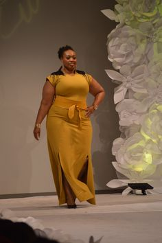Curvezz at Full Figure Fashion Week. This girl is easily my size. Look Plus Size, Plus Size Girls, Curvy Girl Fashion, Plus Size Fashion, Plus Size Dresses, Plus Size Outfits, Xl Mode, Full Figure Fashion, Full Figured Women