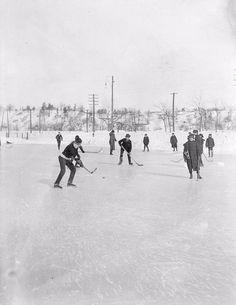 Pond hockey in Riverdale Park (Toronto, Ontario, Canada) at the turn of the last century. Toronto Ca, Toronto Photos, Nfl Highlights, Snow Art, Canadian History, National Hockey League, Toronto Maple Leafs, Sports Photos, Ice Hockey