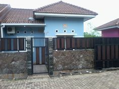 40 Minimalist Wall Fence Models - Speaking of building a house, there are many things that we must pay attention . Fence Wall Design, Front Wall Design, Steel Gate Design, Affordable Bedroom Sets, Compound Wall Design, Boundary Walls, Front Gates, Model Homes, Building A House