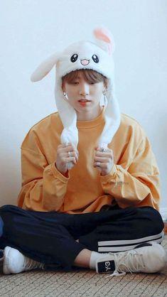 jungkook cute No one asked but a short thread of Jungkook sitting for self care. Foto Jungkook, Foto Bts, Jungkook Oppa, Bts Bangtan Boy, Namjoon, Jeon Jungkook Photoshoot, Seokjin, Jung Kook, Busan
