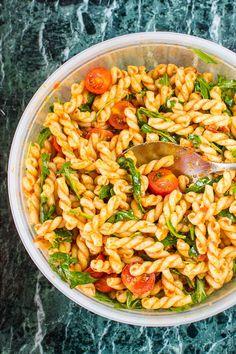 20 Minuten Pesto-Nudelsalat mit Rucola und Cherrytomaten {vegan}