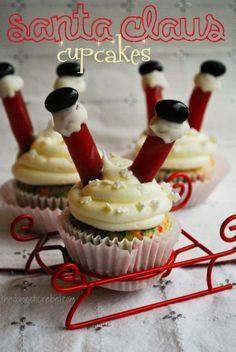 santa claus cupcakes! SO stinkin' cute! I love these!