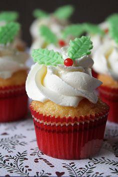 Mascarpone peren cake - Handmade Helen Little Bites, Cake Decorating Tips, Yummy Cupcakes, High Tea, Blondies, Frosting, Christmas Holidays, Delish, Tea Cups