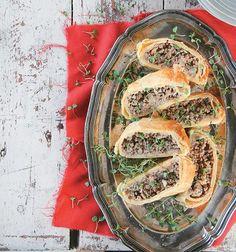 Dié maalvleisrol is vinnig en makik om te maak. Perfek vir 'n weeksaand English Food, Spanakopita, Light Recipes, Cabbage, Spices, Dinner Recipes, Rolls, Tasty, Vegetables