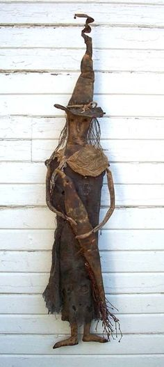 Old Time Primitive Halloween Witch Doll Pattern Deep in the Woods Primitive Scarecrows, Primitive Halloween Decor, Halloween Wood Crafts, Halloween Sewing, Primitive Fall, Halloween Doll, Halloween Patterns, Primitive Crafts, Vintage Halloween