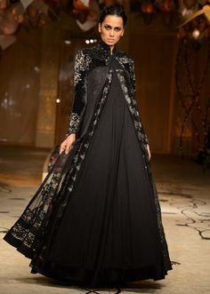 Model walks the ramp in black floor length embellished gown for Rohit Bal at Indian Bridal Week 2013 Abaya Fashion, India Fashion, Asian Fashion, Couture Fashion, Fashion Dresses, Indian Bridal Week, Indian Bridal Fashion, Bridal Fashion Week, Pakistani Dresses