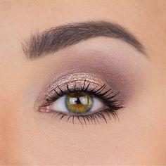 Eye Makeup Steps, Makeup Tips, Beauty Makeup, Eye Makeup For Hazel Eyes, Makeup Ideas, Eyeshadow For Green Eyes, Natural Eye Makeup Step By Step, Plum Eyeshadow, Makeup Set