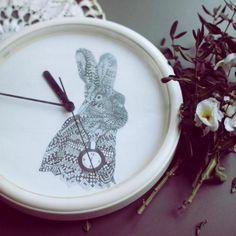 diy clock, Alice in wonderland upcycled wall hang, rabbit and running time Diy Clock, Love Home, Alice In Wonderland, Upcycle, Rabbit, Plates, Running, My Love, Tableware