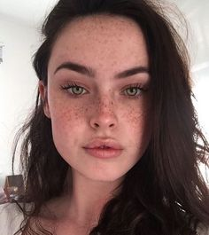 Pin by issi on allure → in 2019 beautiful freckles, beauty makeup, beauty. Beautiful Freckles, Beautiful Eyes, Gorgeous Gorgeous, Sommersprossen Tattoo, Pretty People, Beautiful People, Beauty Makeup, Hair Beauty, Makeup Eyes