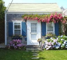 tiny Nantucket cottage                                                                                                                                                                                 More