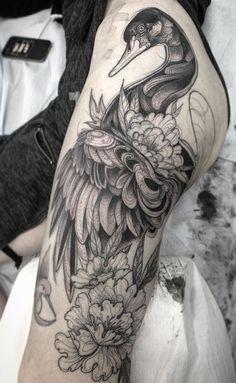 Nomi Chi swan tattoo