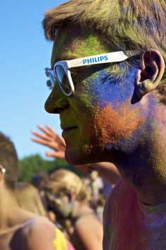 Coloured guy - Holi festival 2012 - munich / Germany CC-BY-NC-SA @josef_hajda