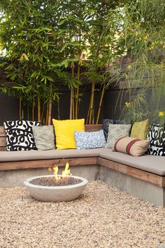 35 New Modern Rustic Outdoor Privacy Screen + The Rest Of My Patio - Terrasse Small Backyard Landscaping, Fire Pit Backyard, Landscaping Ideas, Backyard Seating, Corner Garden Seating, Backyard Ideas, Corner Patio Ideas, Small Garden Fire Pit, Built In Garden Seating