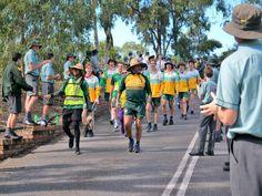 Queensland man Alwyn Doolan walks 150km for ex-teacher, who has brain cancer - ABC News Teacher Education, School Teacher, St Brendan, Positive News, Abc News, Best Teacher, How To Raise Money, Walks, Things That Bounce
