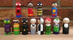 Superheroes and Villains Wooden Peg Doll Play Set / por WoolyLlama