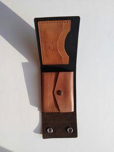 Новости Diy Wallet, Pocket Wallet, Diy Leather Card Holder, Leather Wallet Pattern, Handmade Wallets, Leather Craft, Handmade Leather, Leather Men, Leather Bags