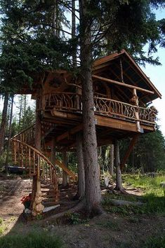 Outa the Woods Treehouse in British Columbia | Apartment Therapy