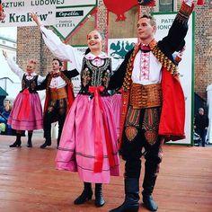 Zespół Pieśni i Tańca NOWA HUTA - zawsze uśmiechnięci!  #encek #kulturakrk #folklor #nowahuta #zpitnowahuta #scena #taniec #śpiew #tradycja #występ #krakowskakultura #folklore #stage #dance #sing #alwayssmiling #beautifulpeople #polish #tradition #poland