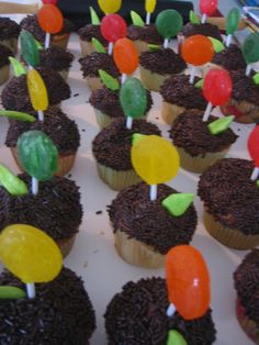 Flower lollipop and laffy taffy leaves cupcakes, just a pix but cure