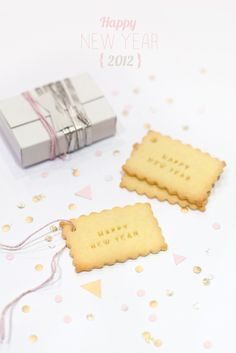 Happy New year cookies (or crackers?) Easy to make with cookie letterpress stamps. Great Desserts, Delicious Desserts, New Years Cookies, Cookie Swap, Nouvel An, Food Festival, New Years Eve Party, Food Gifts, Creative Food